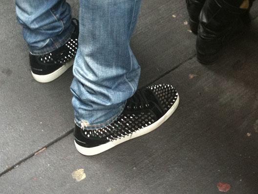 Regarder les chaussures des mâles, c'est savoir qui ils sont!
